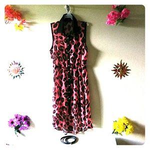 Dresses & Skirts - Giraffe print sleeveless sundress.